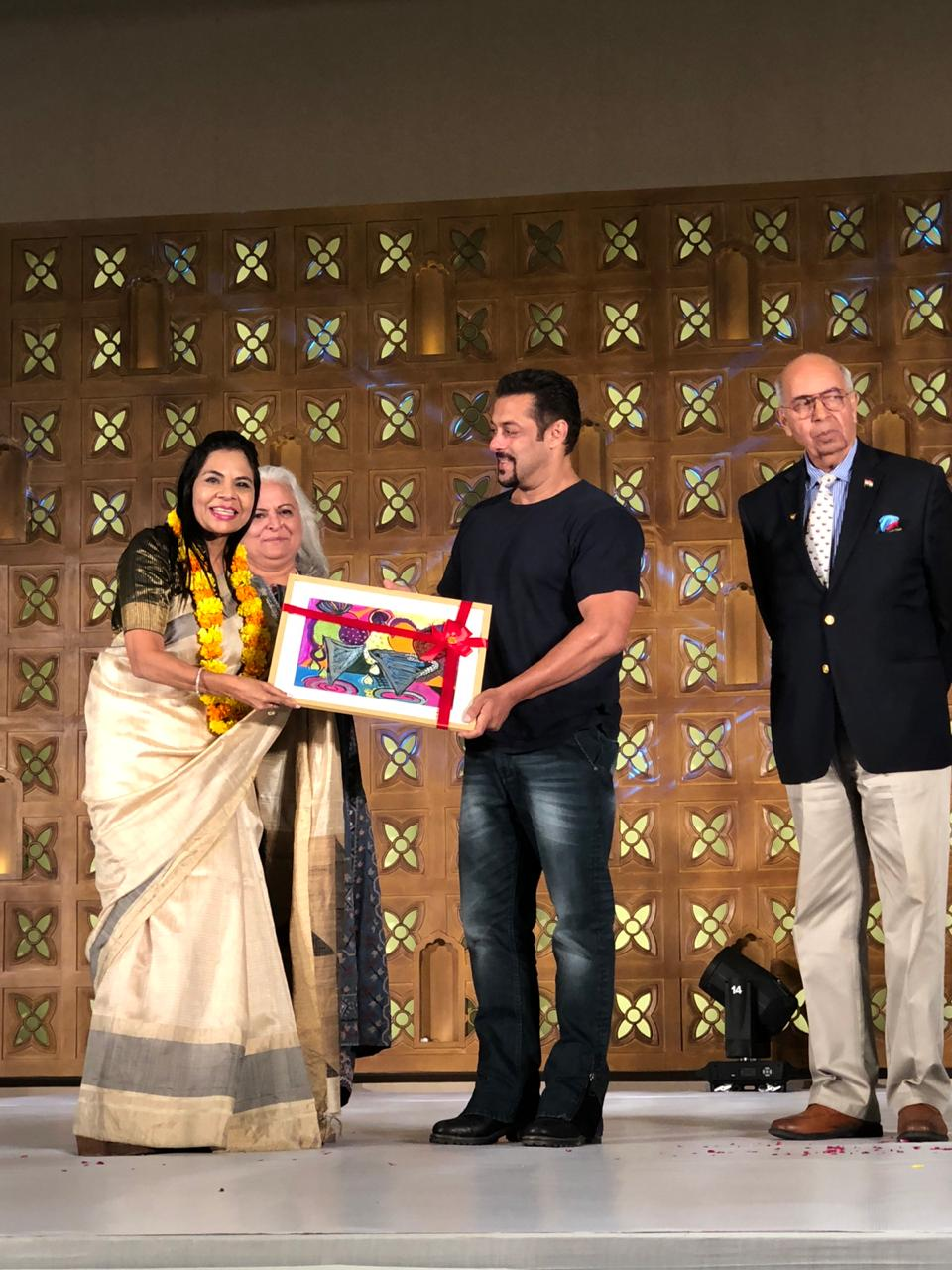 Dr. Jayshree Periwal gets felicitated by Salman Khan